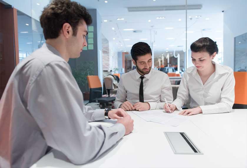 Bankovní půjčky-foto v bance
