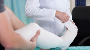 Ilustrační obrázek - zlomená noha